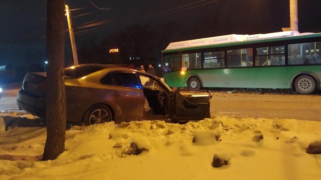 В ДТП с автобусом в Челябинске пострадал годовалый ребенок