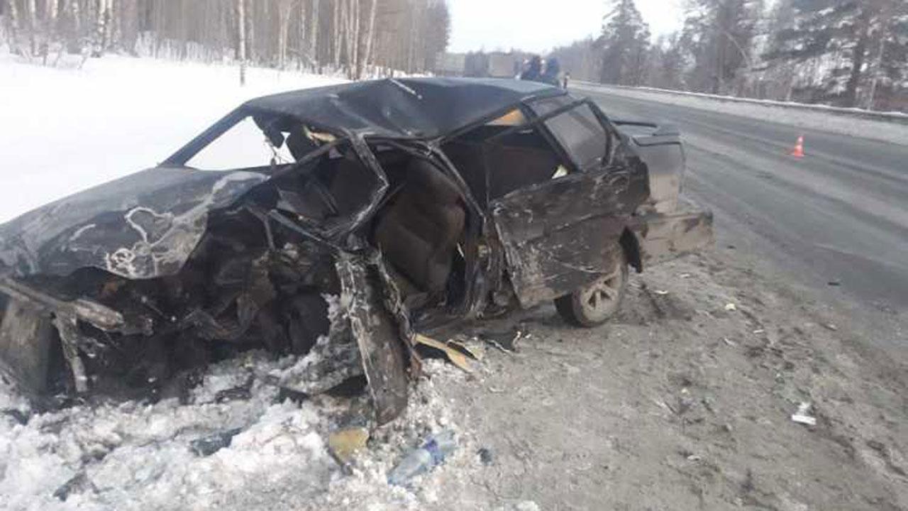 На трассе М5 фура врезалась в легковушку: пострадал один человек
