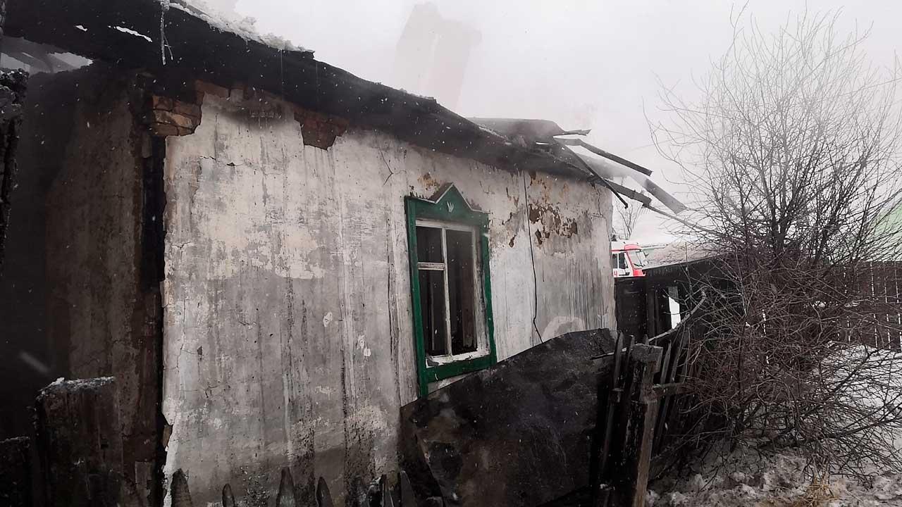 В Челябинске загорелся жилой дом, погибли два человека