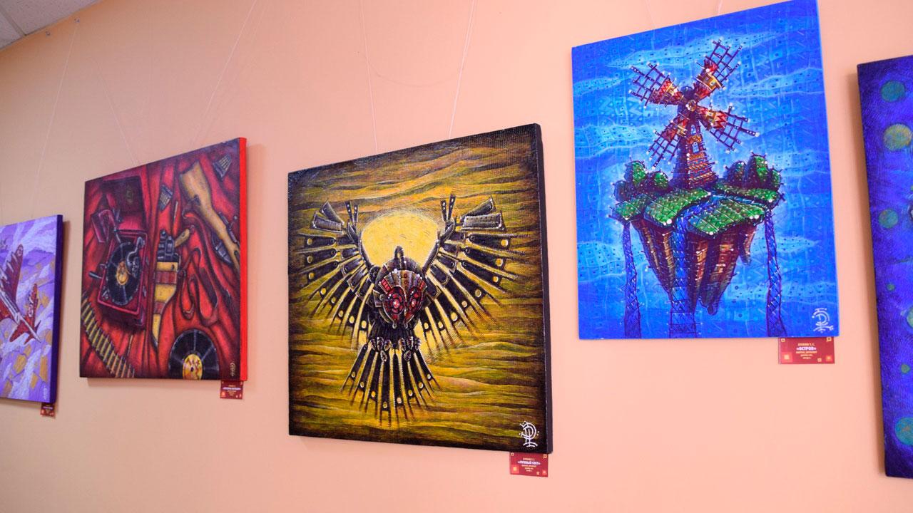 «Механика фантазии»: в Челябинске открыта выставка картин дизайнера ГТРК «Южный Урал»