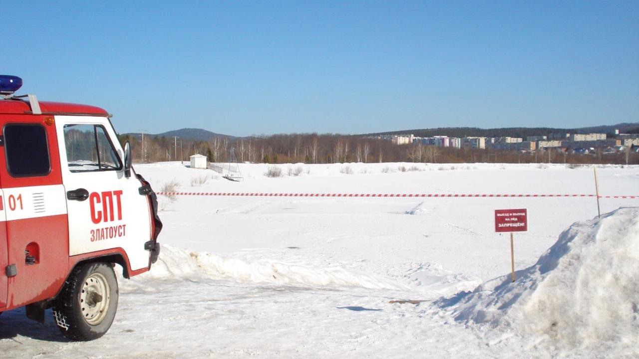 Срезала дорогу: в Челябинской области женщина провалилась под лед