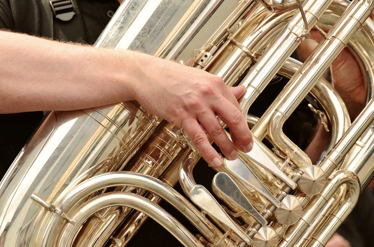Хиты всех времен в необычном исполнении: уральский оркестр отмечает день рождения