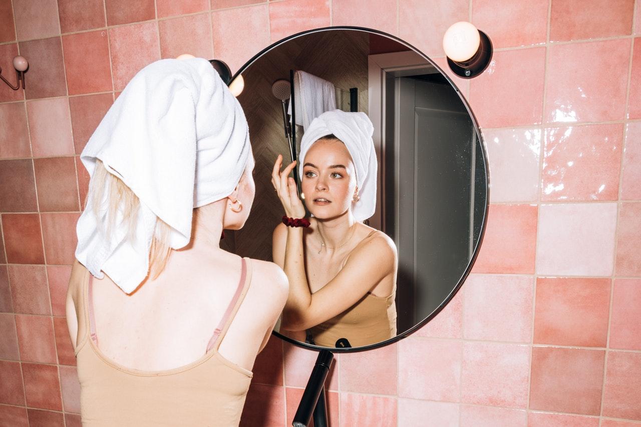 Как вернуть молодость кожи: советы косметолога