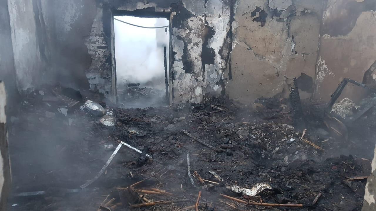 Злой рок. Дом семьи пожарного из Челябинской области сгорел дотла
