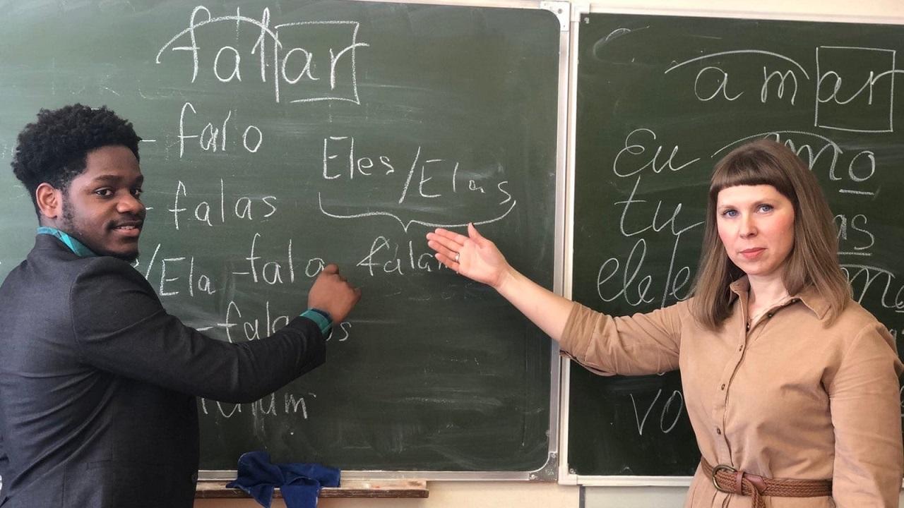 Экзотический язык: челябинские студенты провели для школьников необычный урок