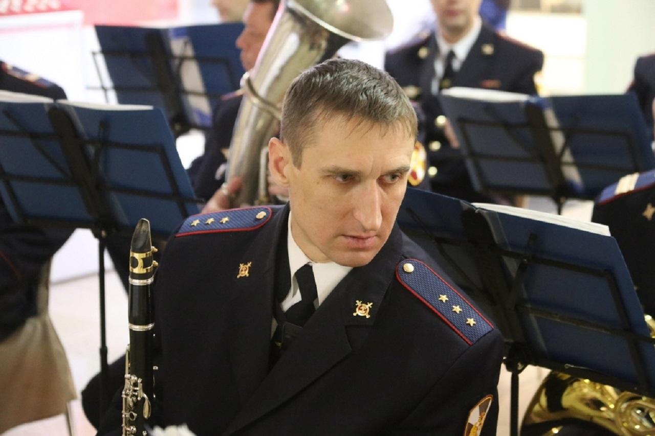 Вальс в погонах: зачем музыкантам на Урале спирт и пистолет Макарова