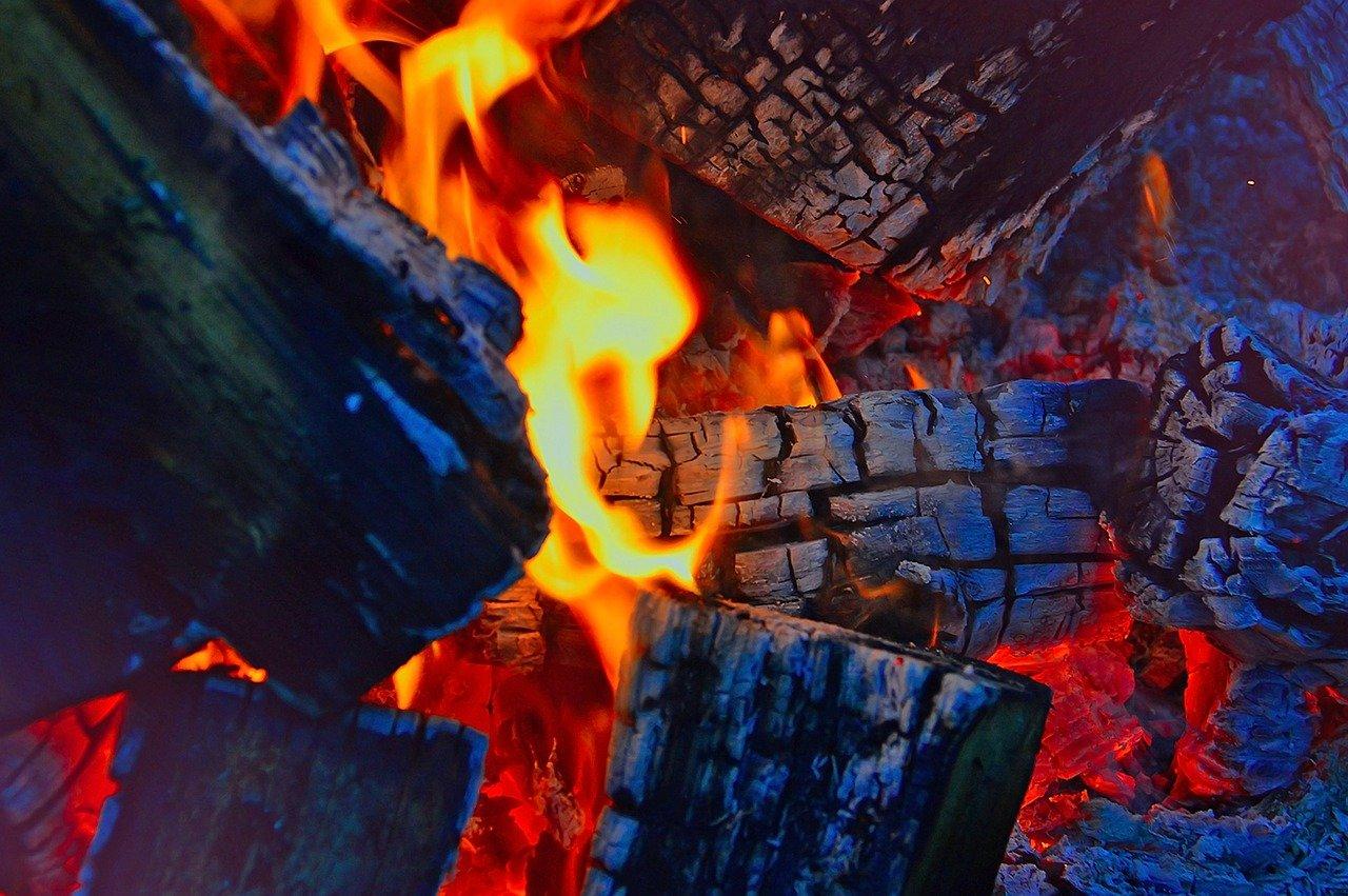 Сгорел дотла: жилой дом вспыхнул в Челябинской области