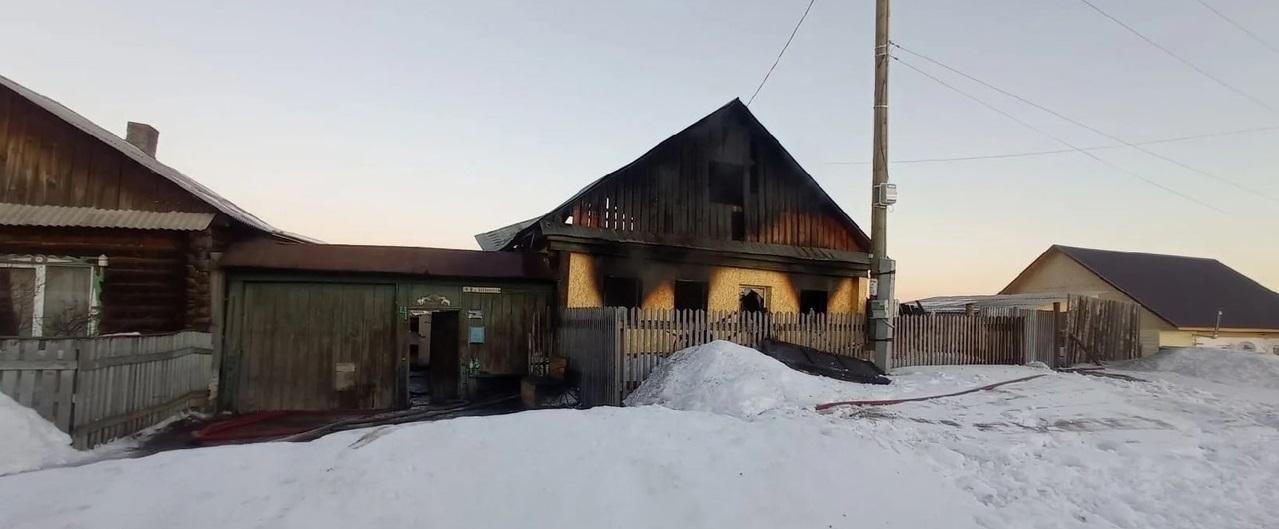 Страшный пожар на Урале: бабушка погибла, мать и двое детей в больнице