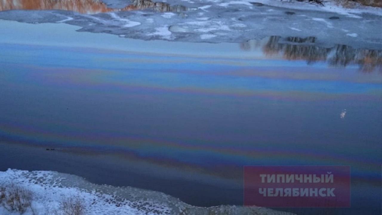 Масляные пятна на реке Миасс взволновали жителей Челябинска
