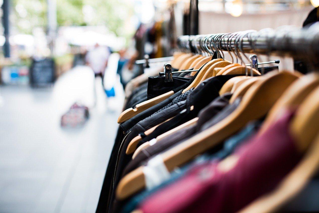 Экономия и модные тренды: как выбрать одежду правильно