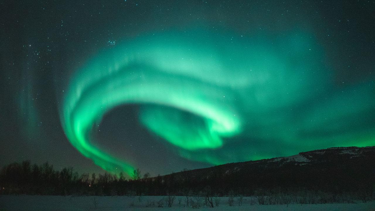 Магнитные бури 2021: гигантский поток солнечной плазмы накрыл Землю