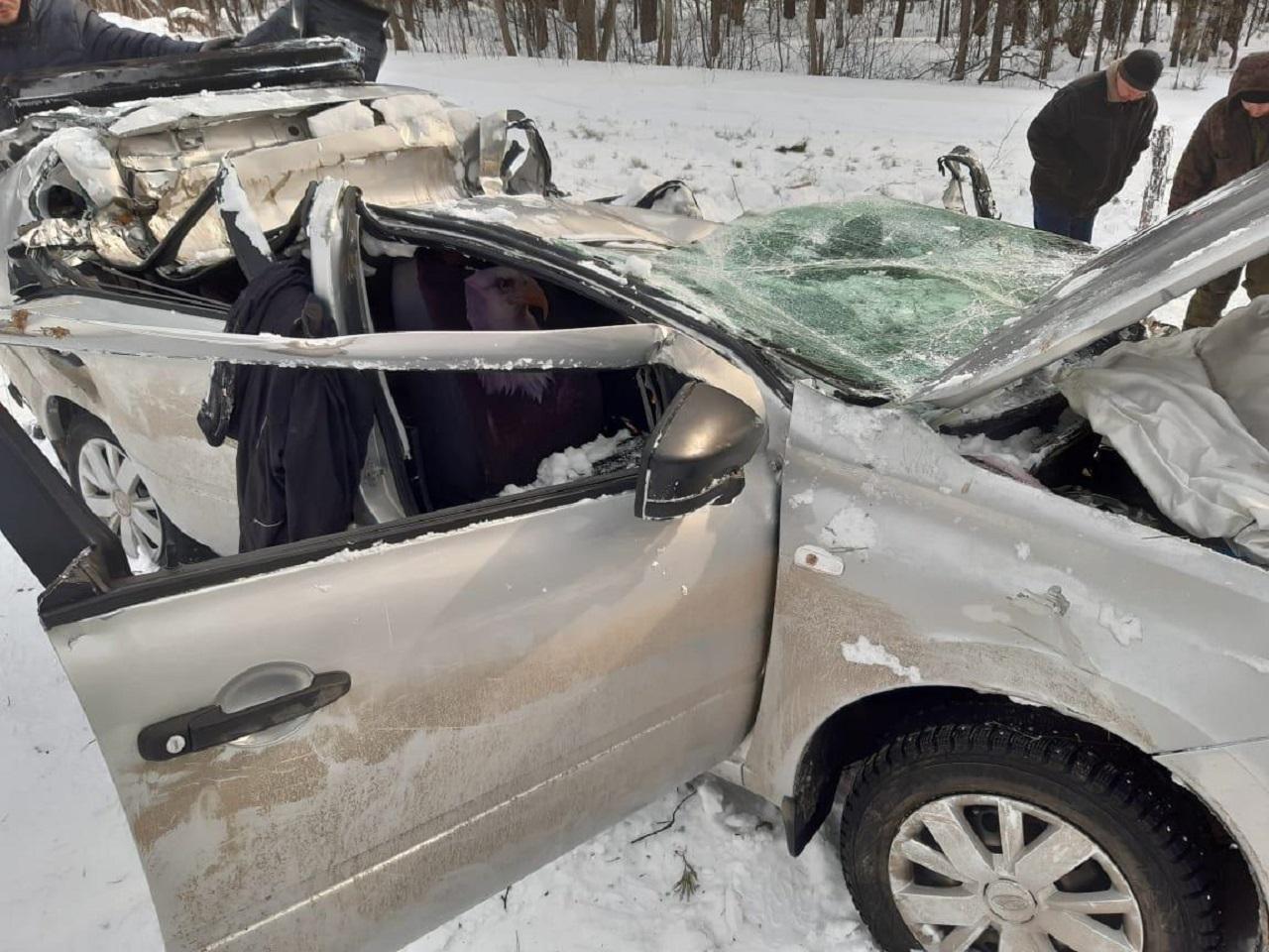 Смяло в лепешку: легковушка попала в смертельное ДТП в Челябинской области