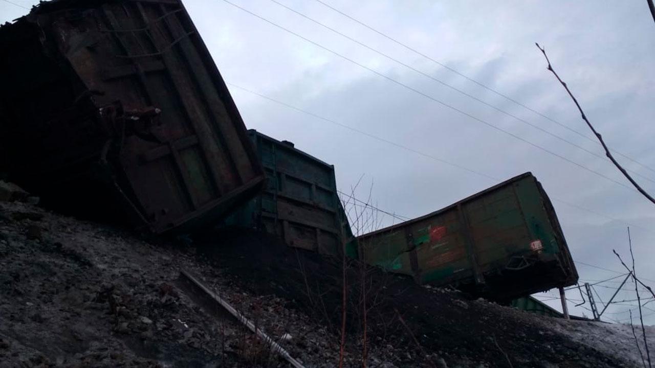 17 вагонов сошли с рельсов в Челябинской области: задержаны несколько поездов