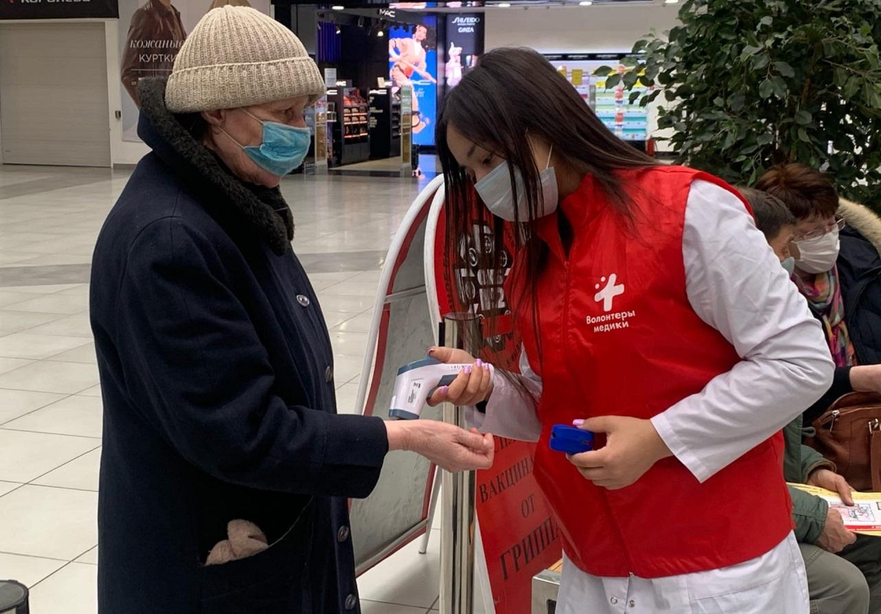 Вакцинация «Спутник V»: как волонтеры Челябинска помогают людям из группы риска