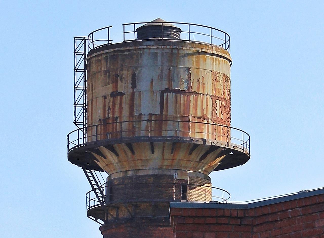 Сдал на металлолом: житель Челябинской области украл водонапорную башню
