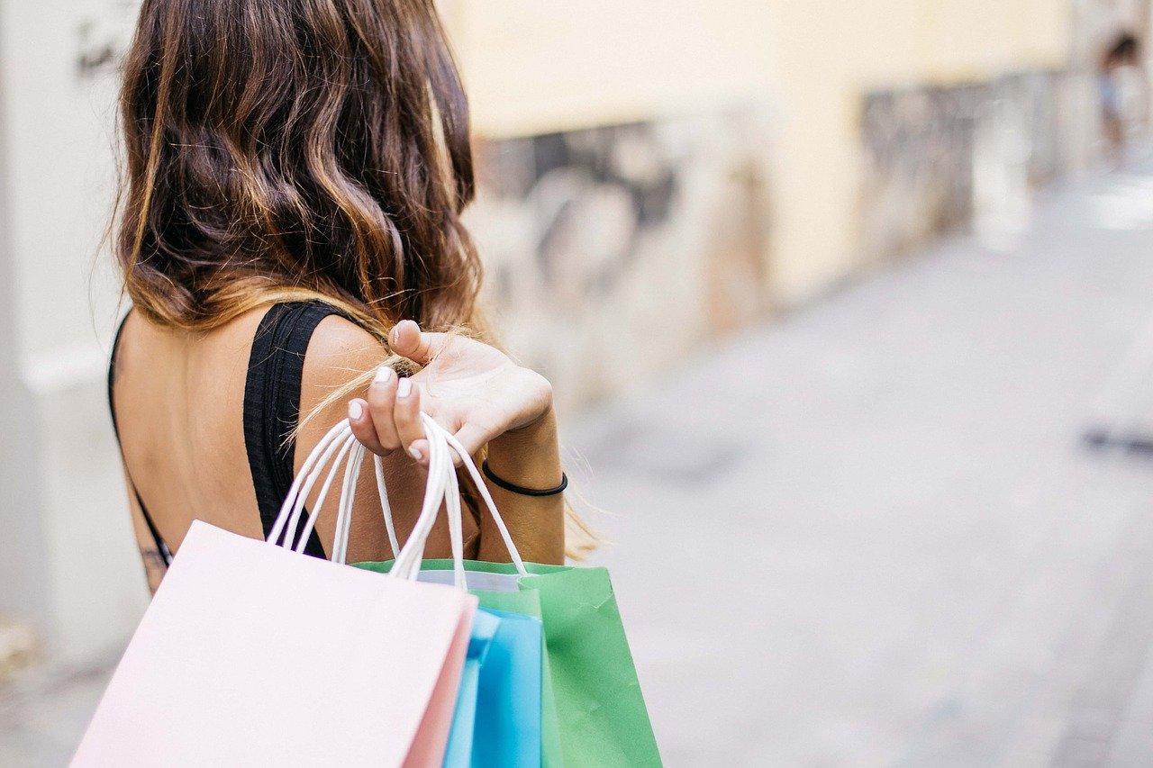 Что нужно для счастья: жители Урала назвали покупки, приносящие радость