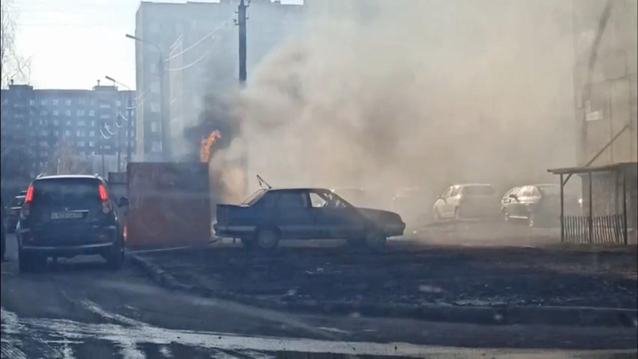 Угроза взрыва: на Южном Урале прохожие спасли чужой автомобиль ВИДЕО
