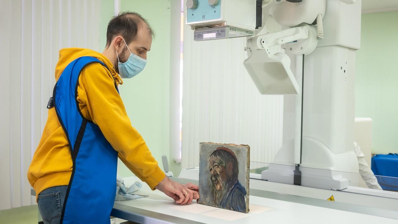 «Просветили» все секреты: в Челябинскую больницу привезли картину на рентген