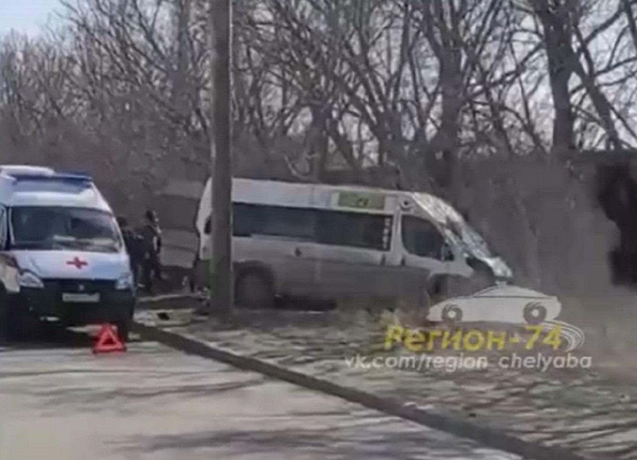 Три человека пострадали в Челябинске в ДТП с маршруткой