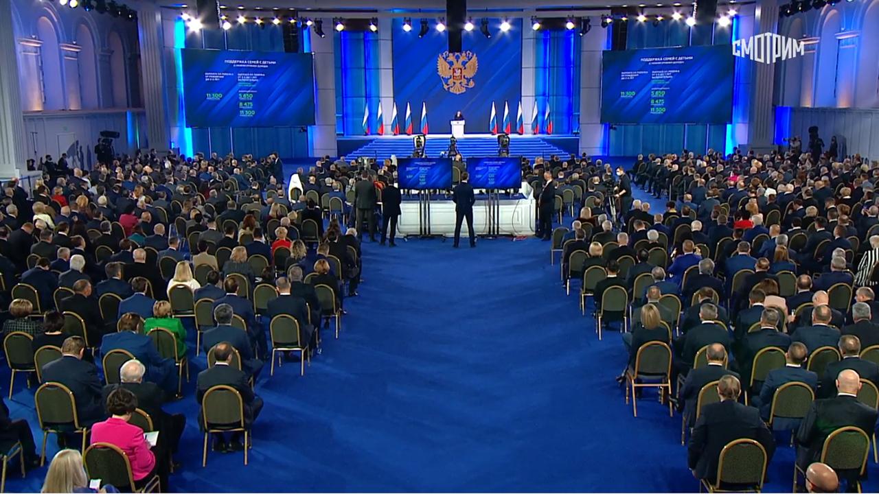 Владимир Путин: семьи школьников получат по 10 тысяч рублей на каждого ребенка