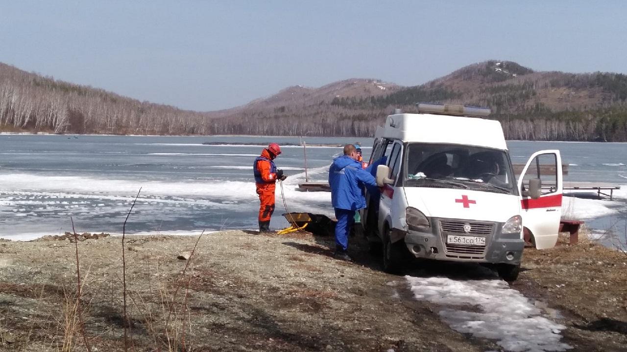 ЧП на рыбалке : на озеро в Челябинской области срочно вызвали спасателей
