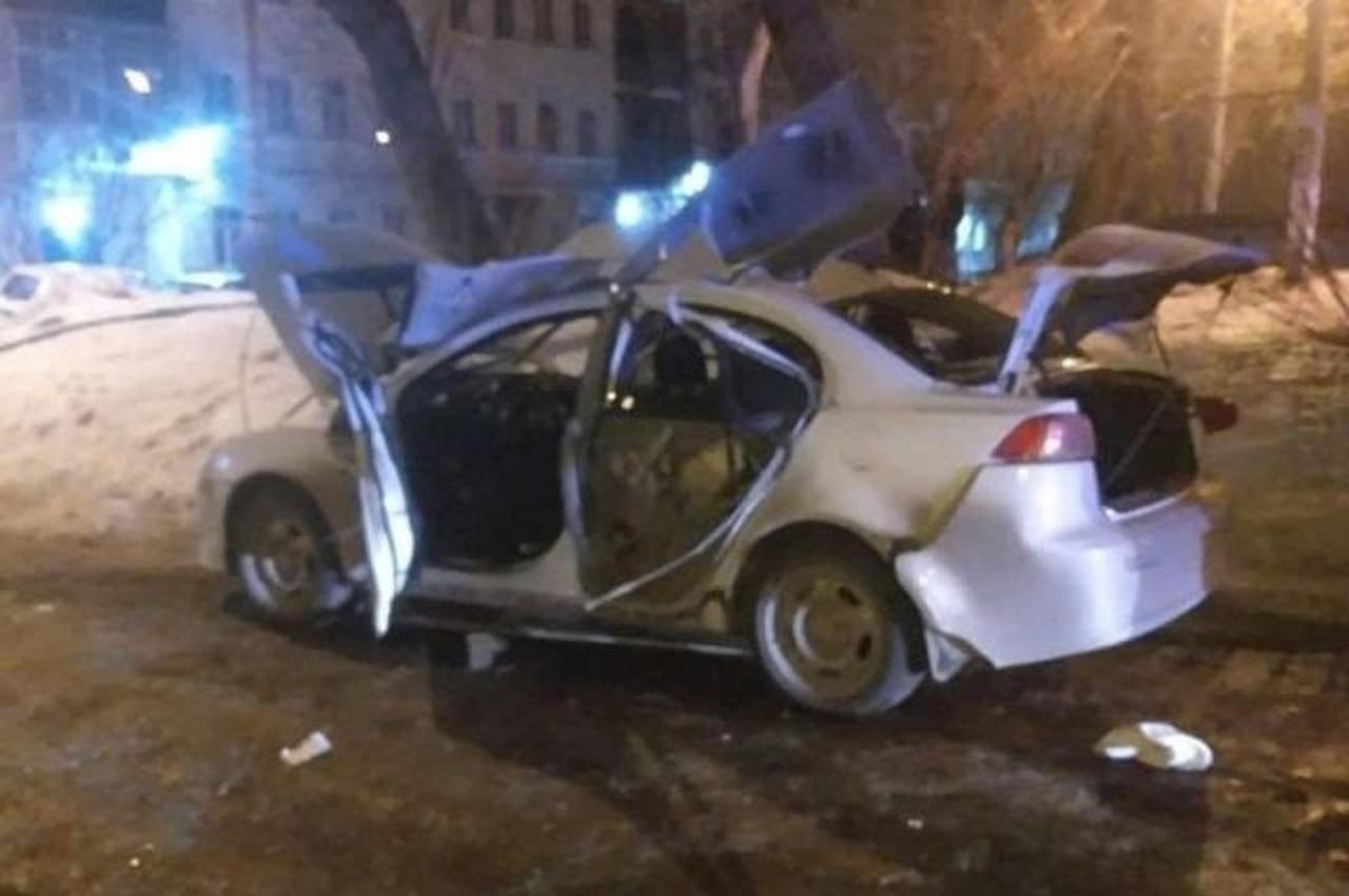 Автомобиль взорвался посреди двора пятиэтажки в Челябинске