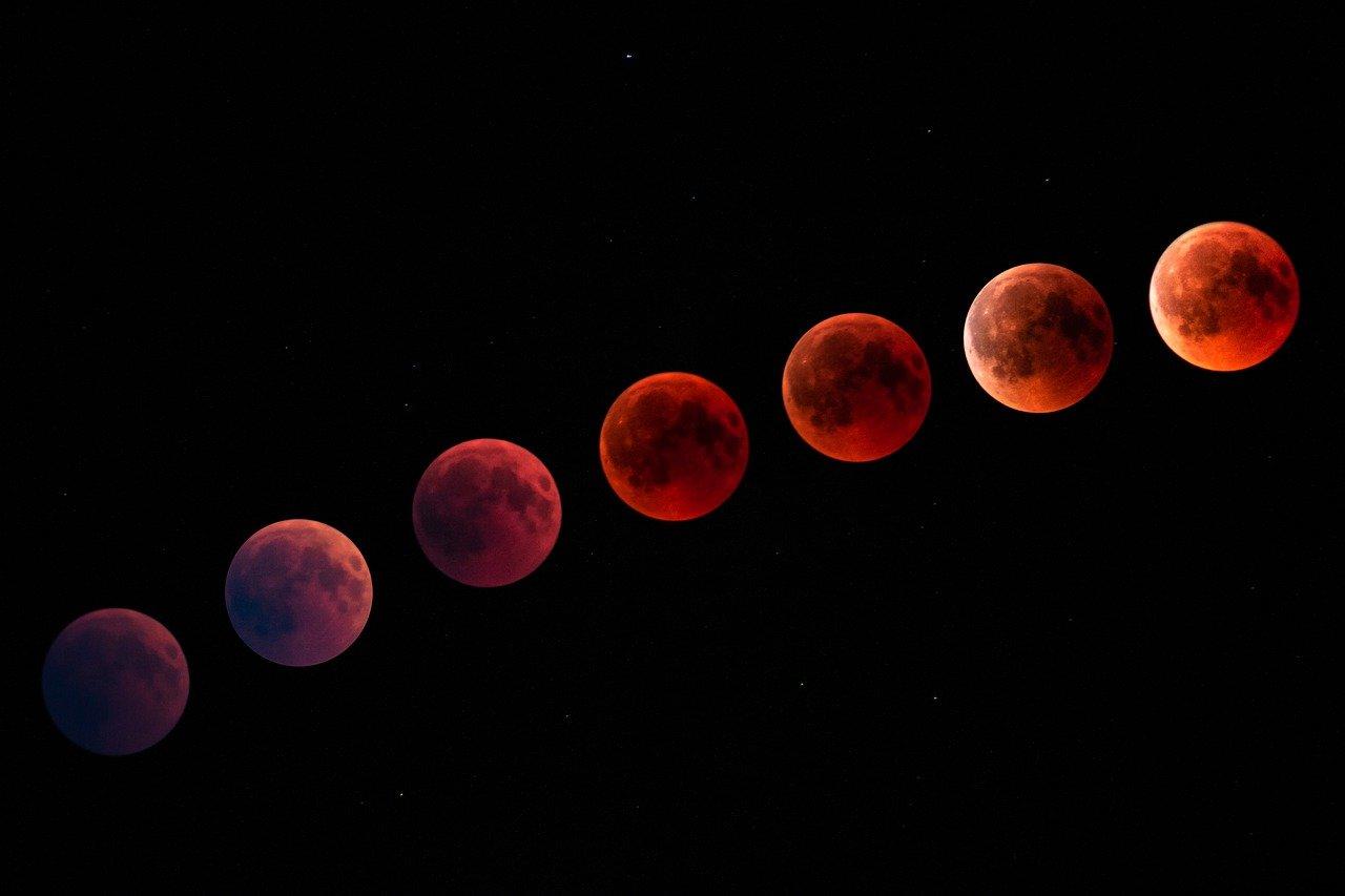 Суперлуние в апреле 2021: что сулит Красная Луна