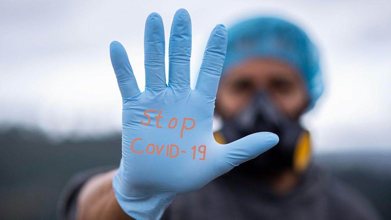 «Цифры доступны всем»: в России опровергли начало третьей волны коронавируса