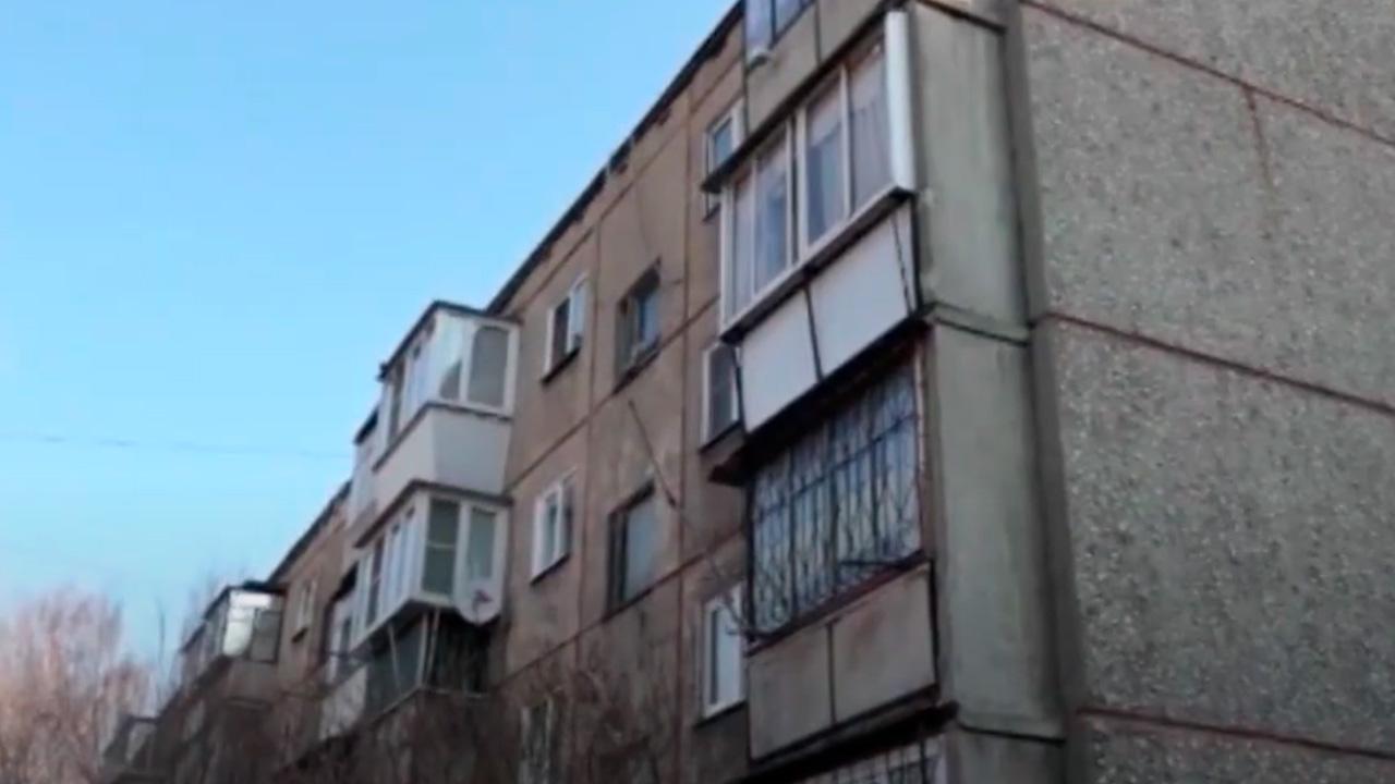 Cырость и плесень: жилой дом в Челябинске трещит по швам