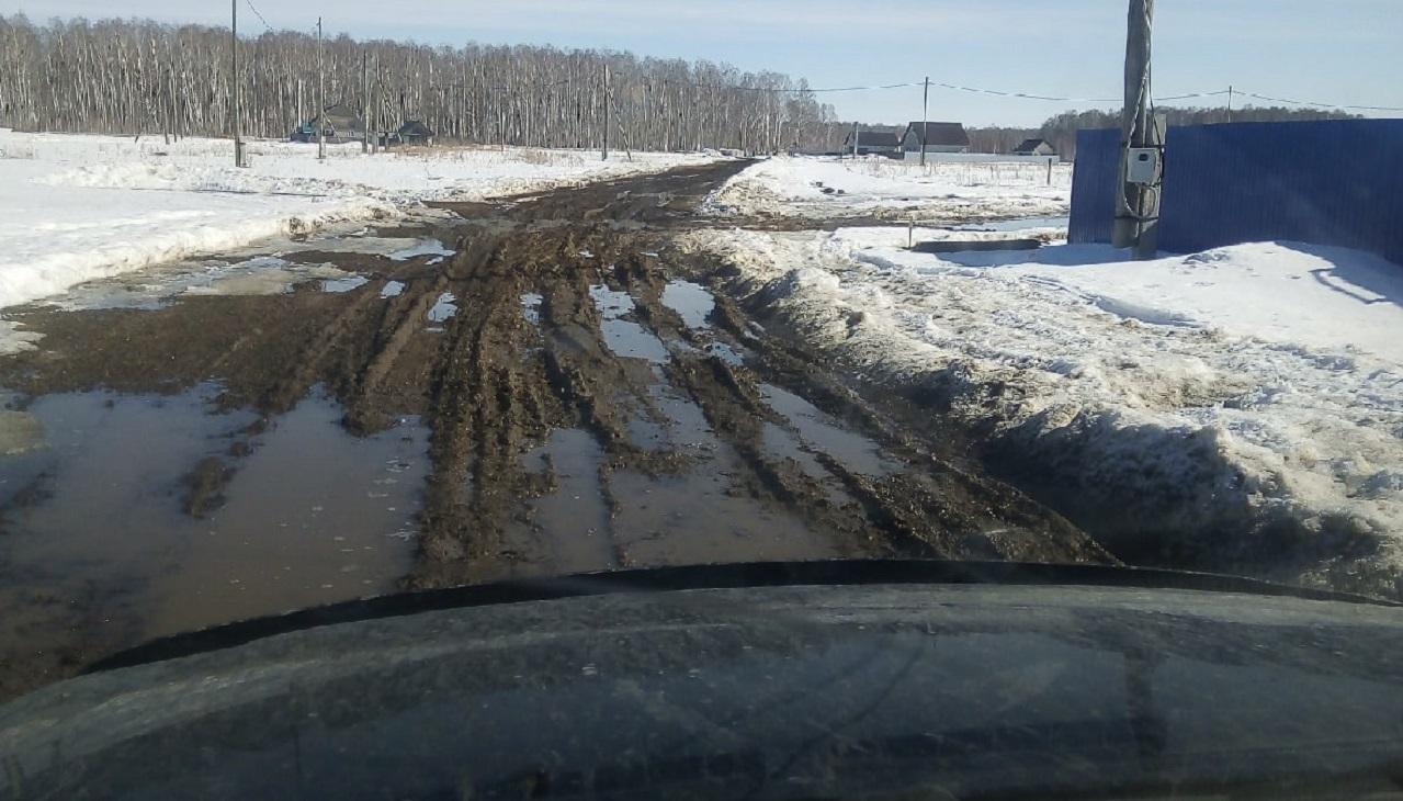 Утопают в грязи: жители поселка на Южном Урале оказались отрезаны от мира