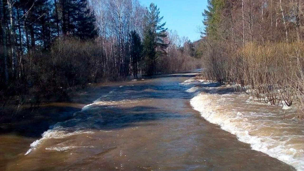 Дорога под водой: жителей Челябинской области просят не ездить в нацпарк «Зигальга»