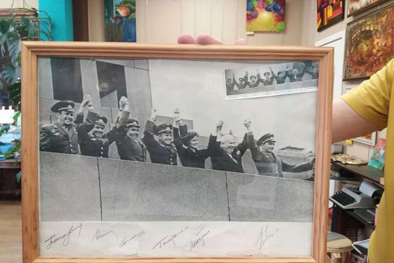 Космические артефакты: автографы Гагарина и Терешковой выставили на продажу в Челябинске