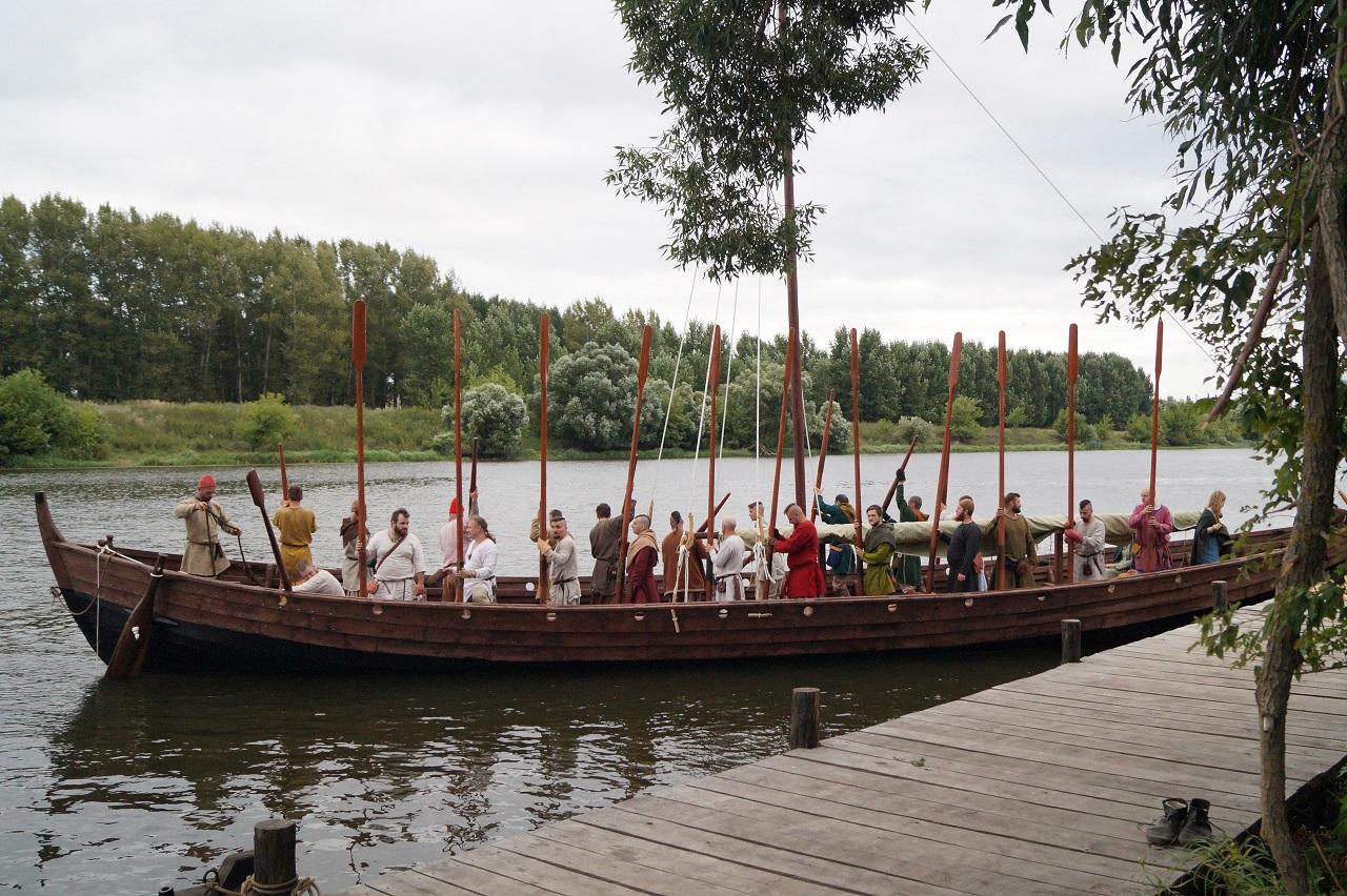 В средневековье с мобильником: челябинцы отправятся в поход на самодельном судне