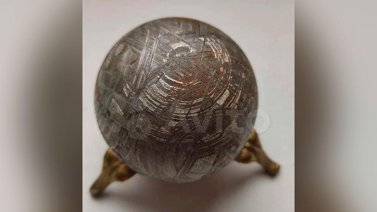 «Кусочек звезды»: в Челябинске продают осколок метеорита за 70 тысяч рублей
