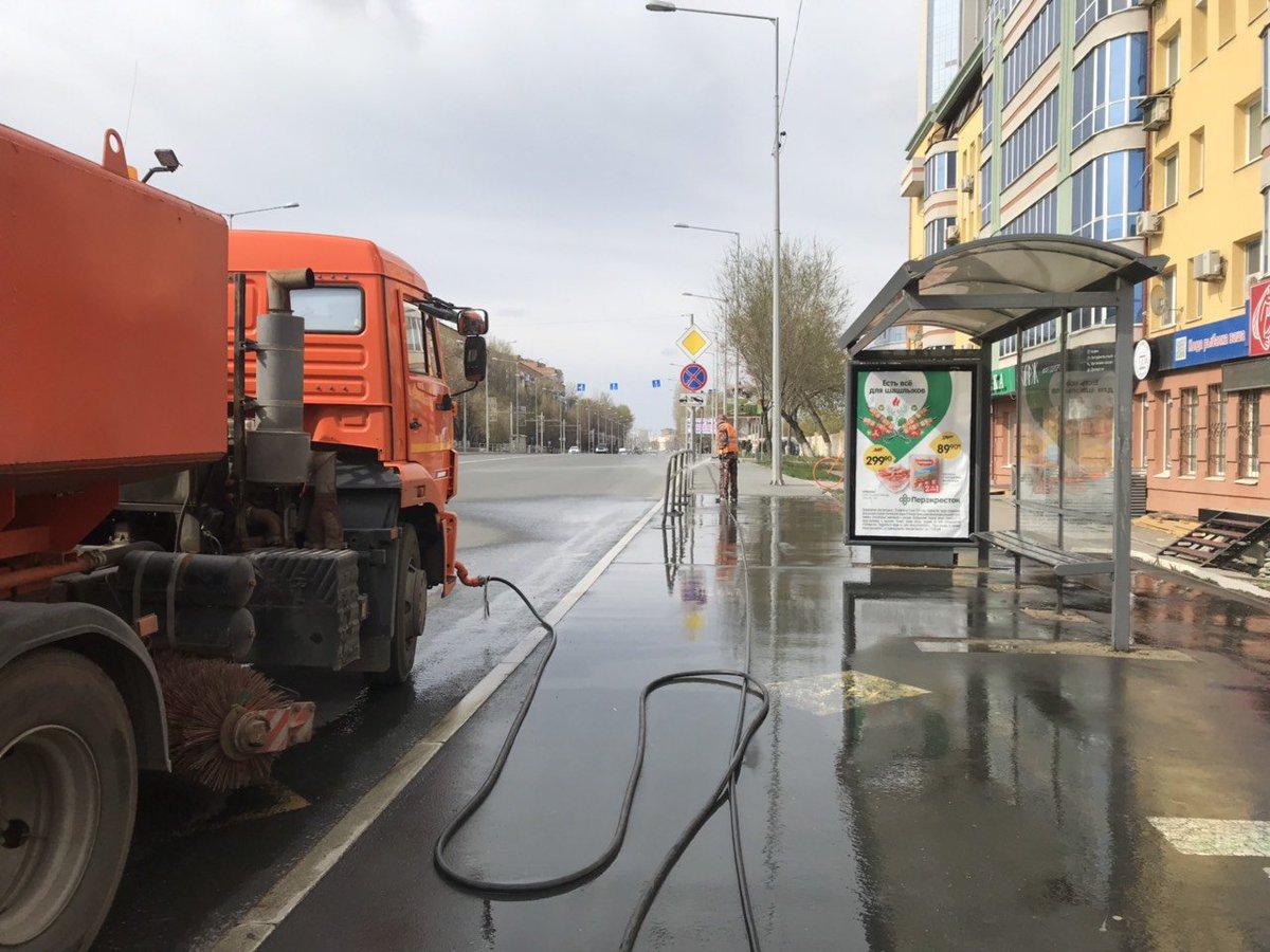 Улицы Челябинска помоют с шампунем: в городе устраняют последствия пылевой бури