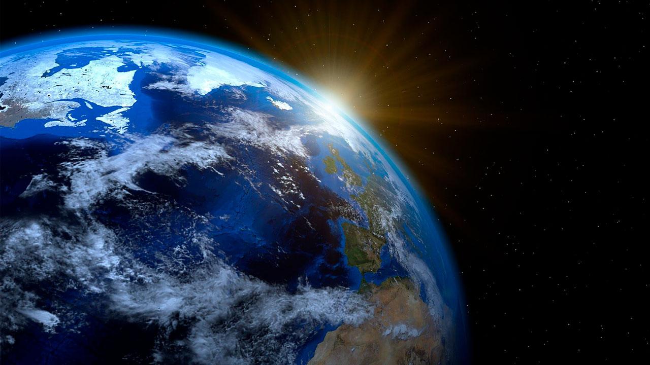 Страшный побочный эффект: ученые рассказали, из-за чего смещается ось Земли