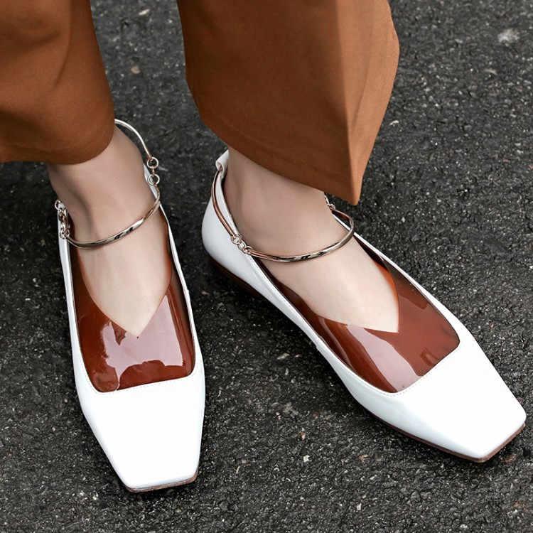 Модные тренды весна-лето 2021: кожа, кроссовки и объемные рукава