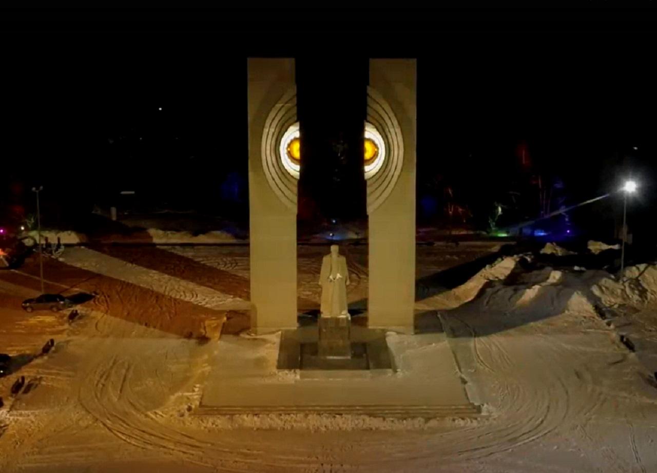 Пульсация энергии: чем удивляет новая подсветка памятника Курчатову в Челябинске
