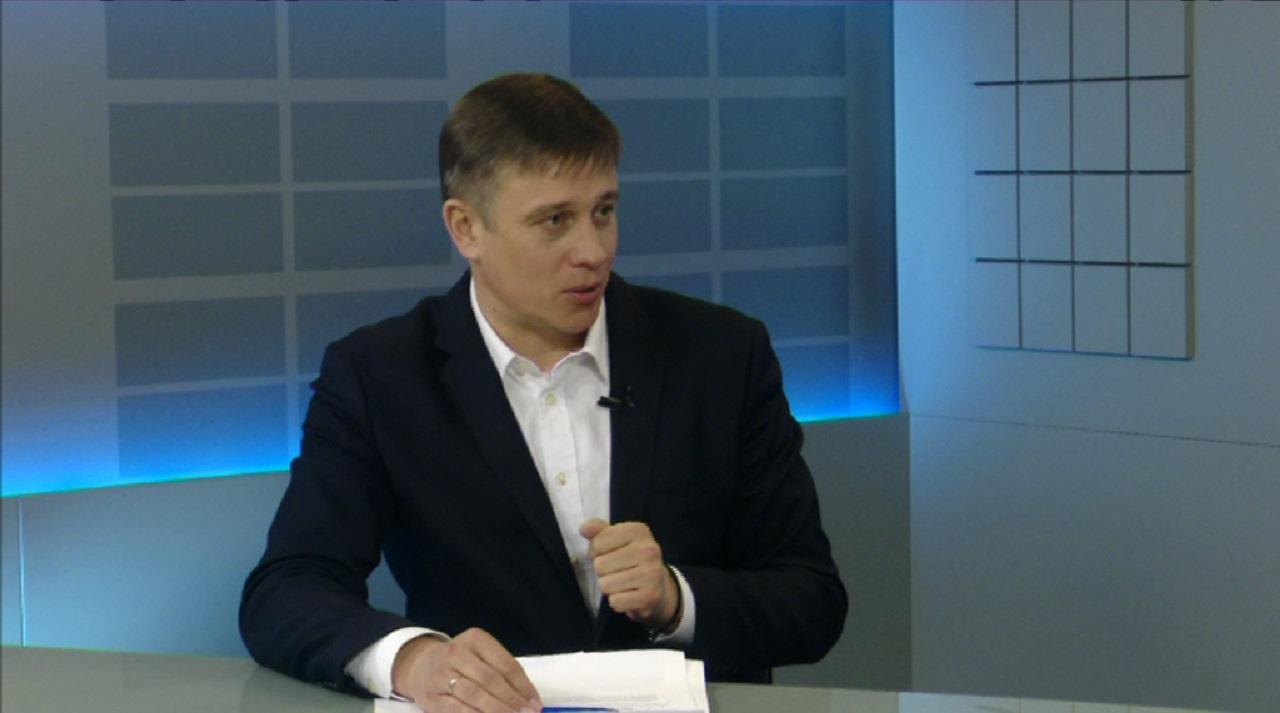 """Виталий Пашин: """"Чиновники должны сами пробовать еду, которой кормят школьников"""""""