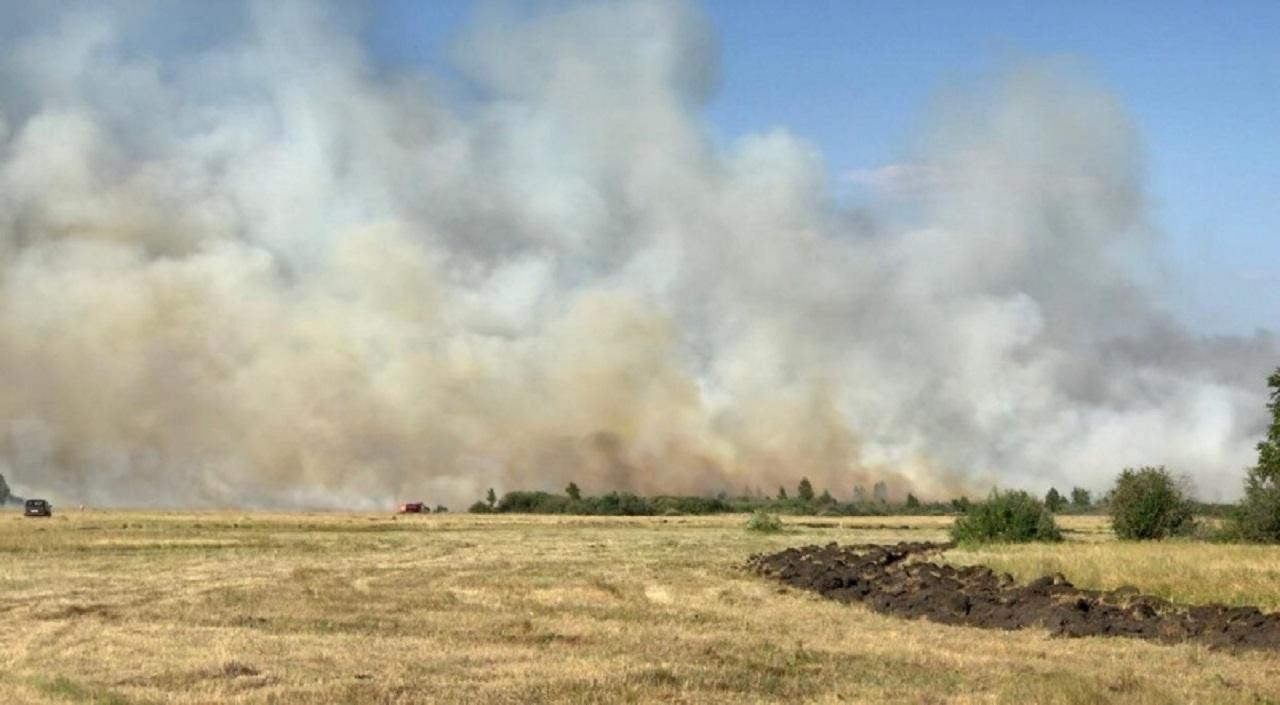 Горим: первые природные пожары тушат в Челябинской области