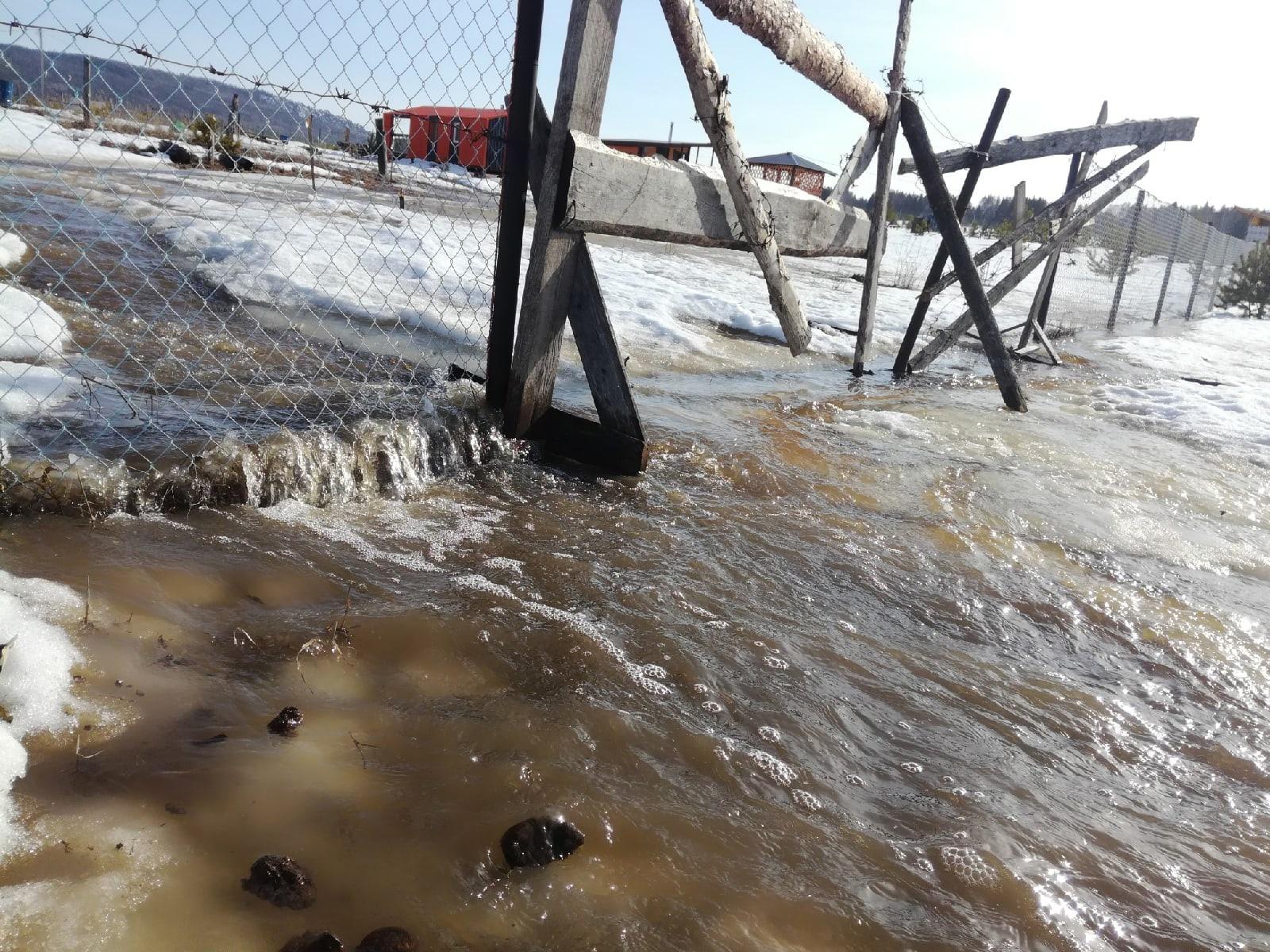 В Челябинской области чиновники отправились проверять проблемную дорогу и застряли