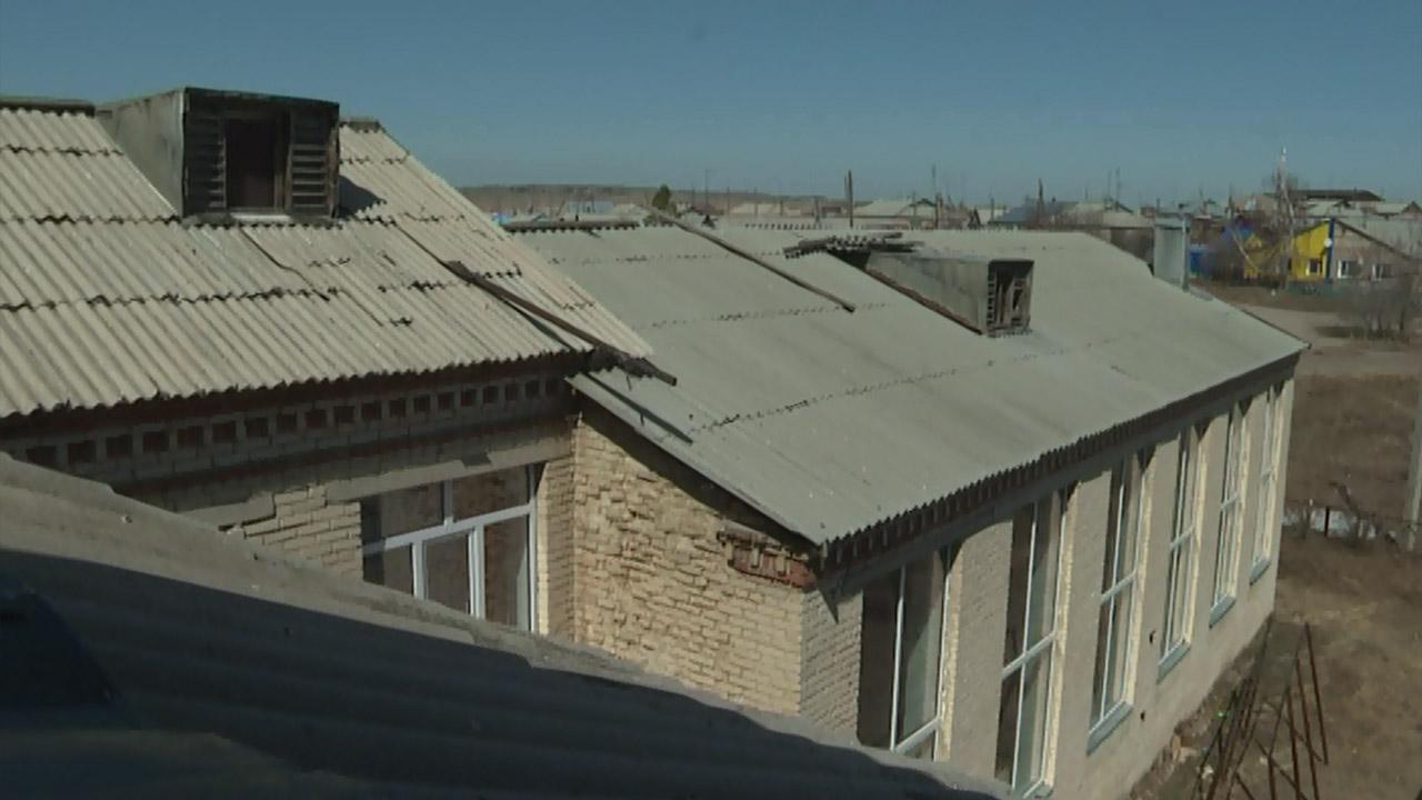 Проблемы с кровлей: на Южном Урале отремонтируют школу, которой полвека