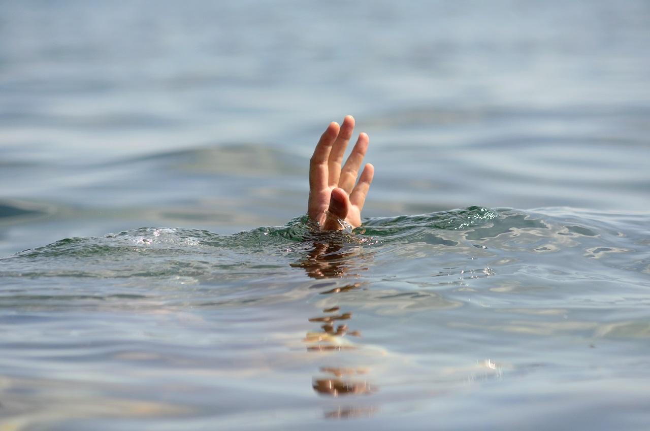 Начал тонуть рядом с берегом: ЧП с отдыхающим на озере в Челябинске