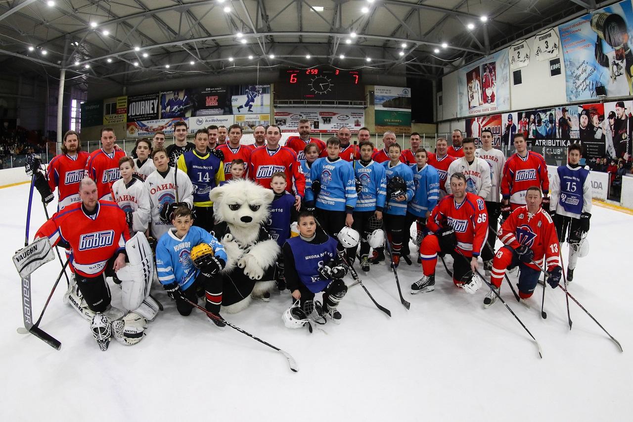 Хоккеисты и ветераны «Трактора» сыграли на закрытии турнира «Золотая шайба»