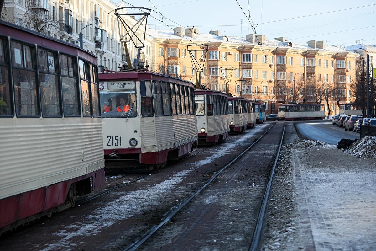 Стоп движение: в Челябинске остановили трамваи по улице Российской