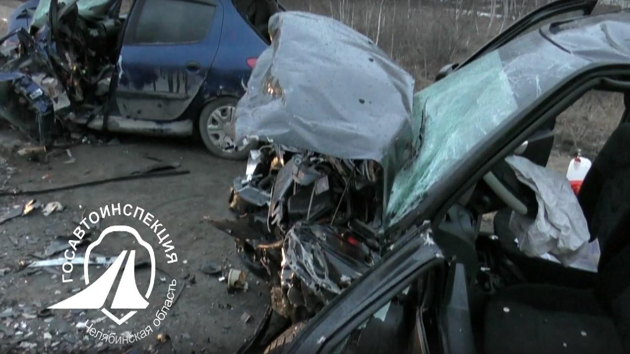 Бабушка погибла, внук чудом выжил: лобовое ДТП в Челябинской области ВИДЕО