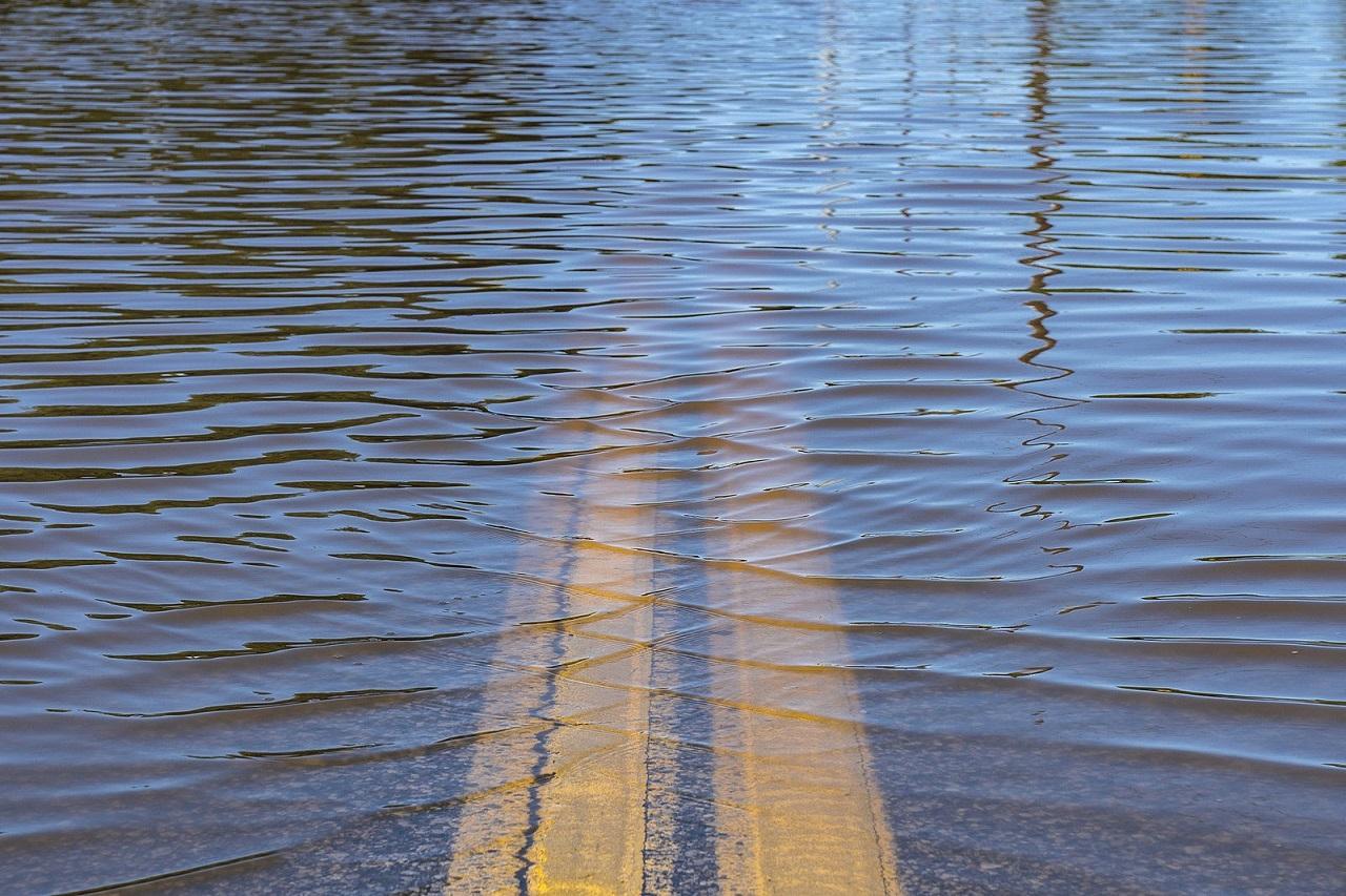 Не проехать: трассы в Челябинской области затопило водой из-за паводка