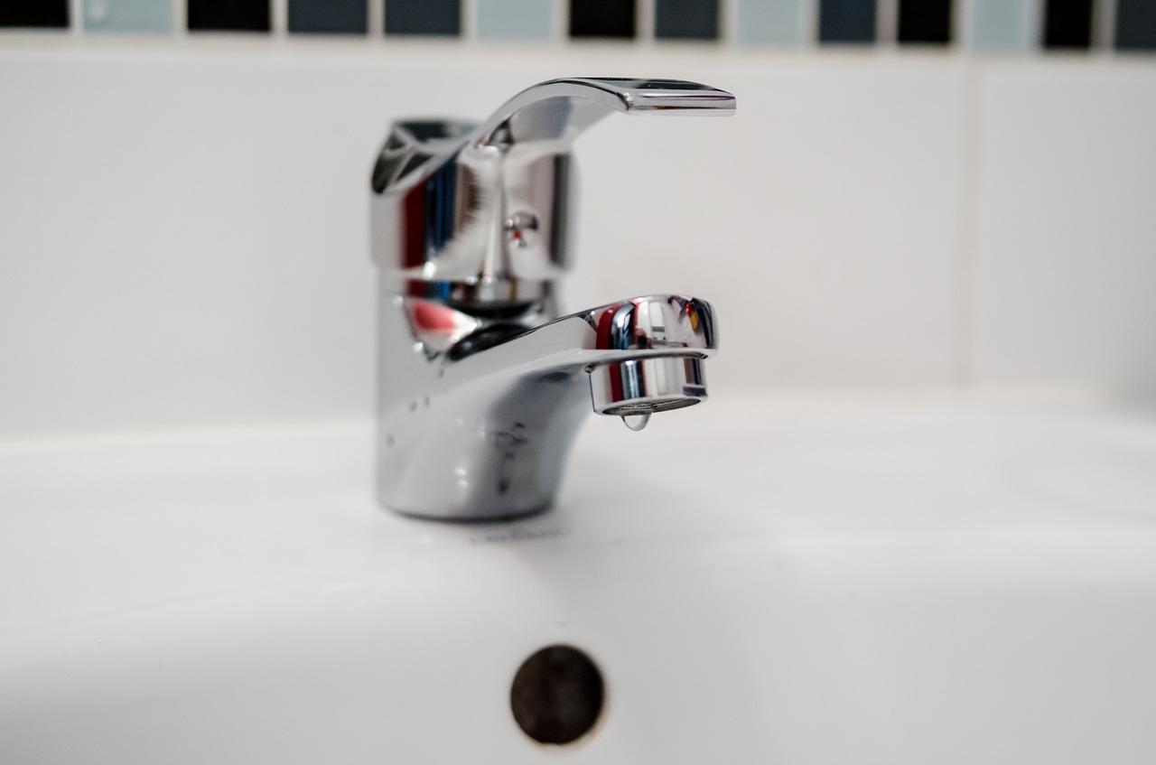 Отключили полностью: в Челябинске 200 домов остались без воды