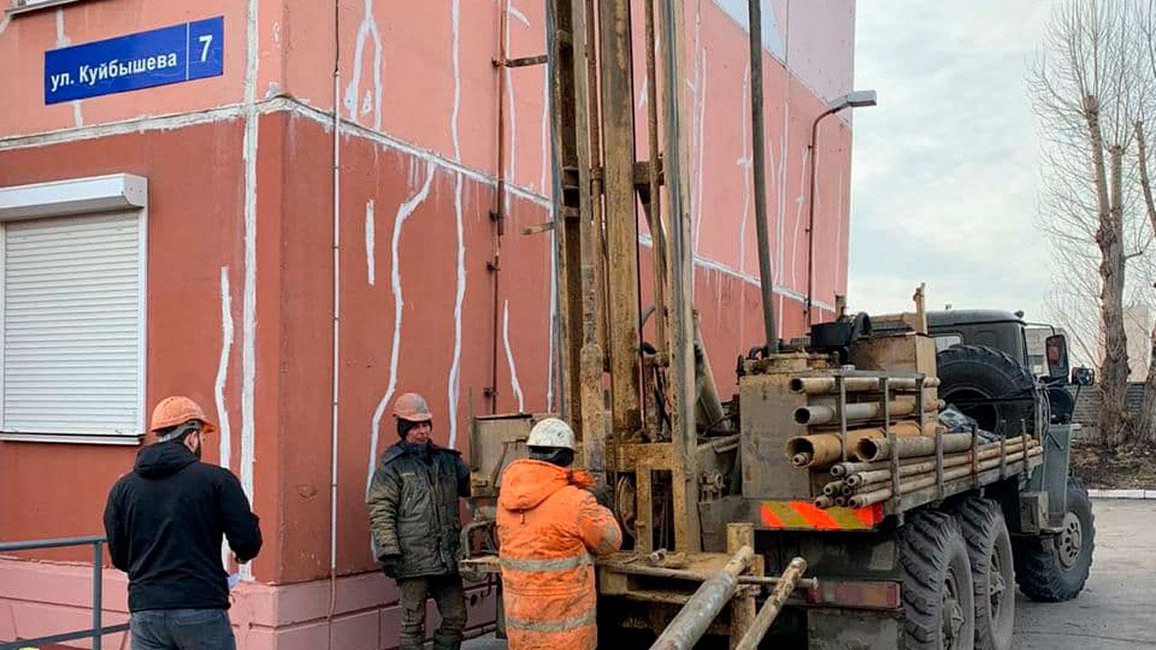 Провал на Куйбышева: когда устранят аварию и что происходит с домом возле ямы