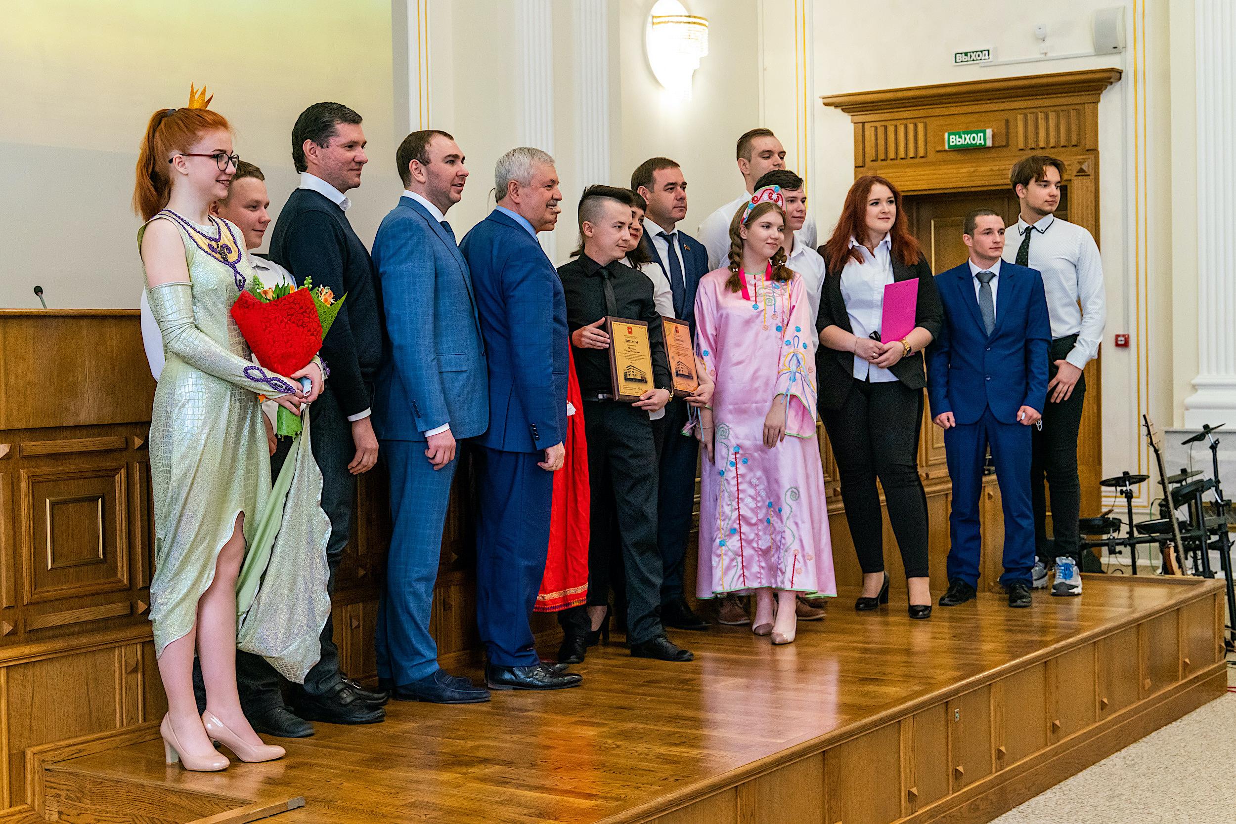 Благополучие жителей и красота городов. В Челябинске наградили представителей молодежных парламентов
